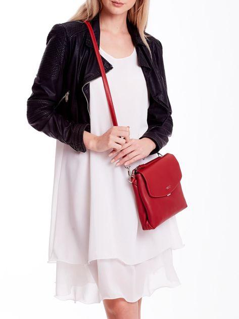 Czerwona torebka damska z klapką                              zdj.                              1