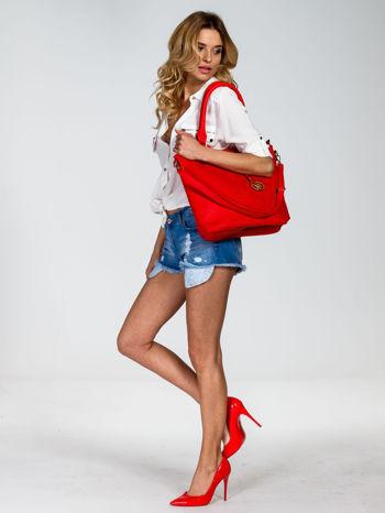 Czerwona torebka fakturowana w pasy                                   zdj.                                  6