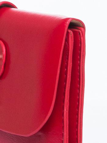 Czerwona torebka listonoszka z klapką                                  zdj.                                  8