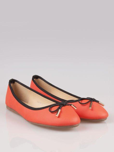 Czerwone balerinki faux leather Amber z ozdobną kokardką                                  zdj.                                  2