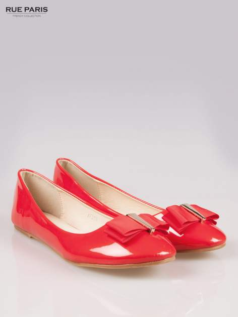Czerwone błyszczące balerinki faux leather Melanie z kokardką                                  zdj.                                  2