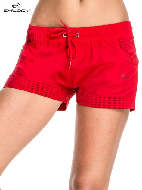 Czerwone damskie szorty sportowe wiązane w pasie                                  zdj.                                  1