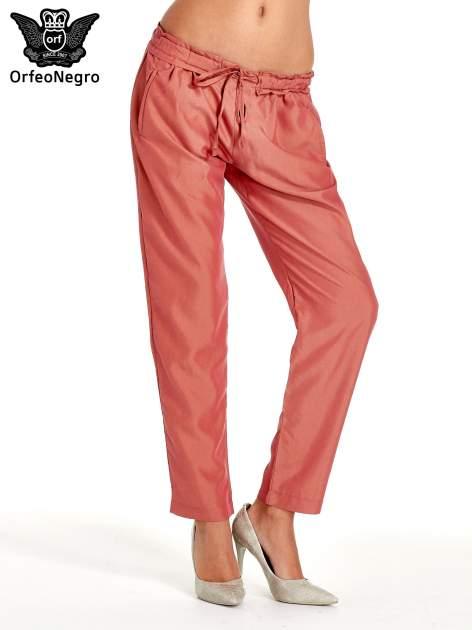 Czerwone lejące spodnie wiązane w pasie                                  zdj.                                  1
