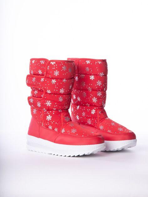 Czerwone pikowane śniegowce w srebrne gwiazdki                              zdj.                              2