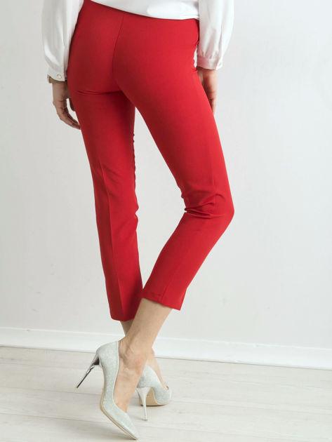 Czerwone spodnie cygaretki z paskiem                              zdj.                              2