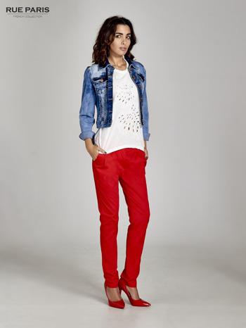 Czerwone spodnie cygaretki z zakładkami                                  zdj.                                  4