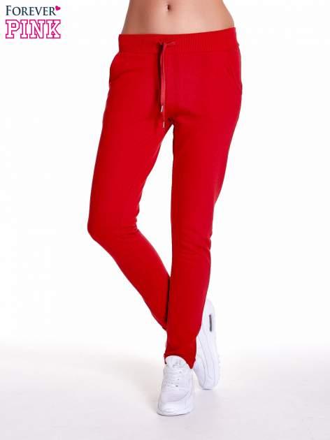 Czerwone spodnie dresowe z prostą nogawką