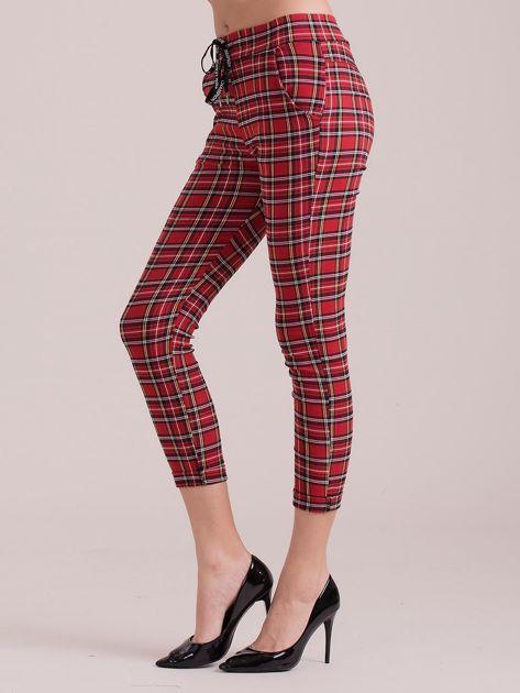 Czerwone spodnie w kratkę                              zdj.                              3