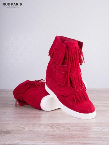 Czerwone zamszowe sneakersy Aravia z frędzelkami na koturnach                                  zdj.                                  3