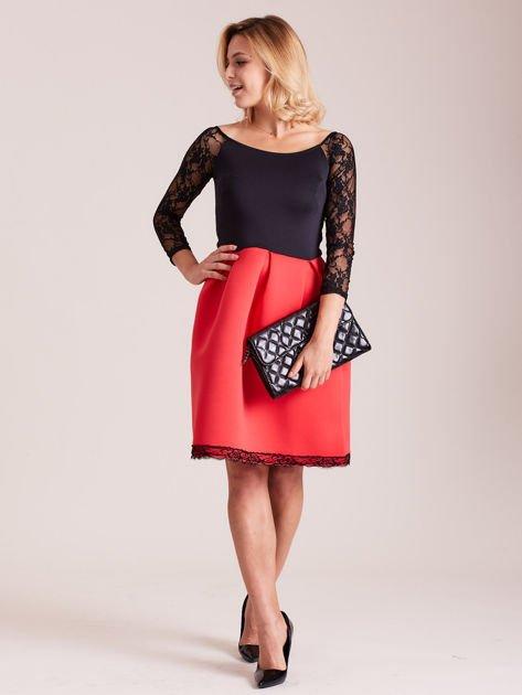Czerwono-czarna sukienka z koronkowymi rękawami                              zdj.                              4