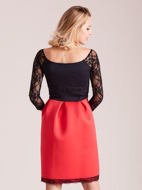 Czerwono-czarna sukienka z koronkowymi rękawami                              zdj.                              3