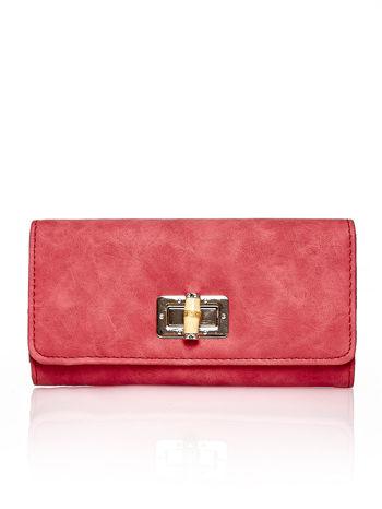 Czerwony fakturowany portfel ze stylizowanym zapięciem
