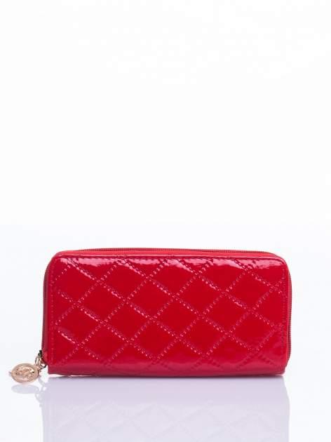 Czerwony lakierowany pikowany portfel                                  zdj.                                  3