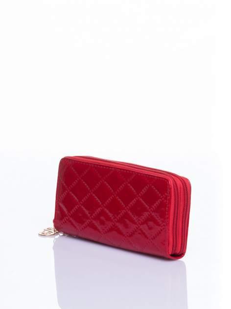 Czerwony lakierowany pikowany portfel                                  zdj.                                  2