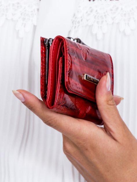 Czerwony lakierowany portfel w motyle                              zdj.                              2