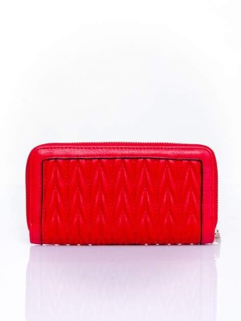 Czerwony pikowany portfel ze złotym suwakiem                                  zdj.                                  2