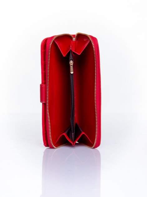 Czerwony pikowany portfel ze złotym suwakiem                                  zdj.                                  5