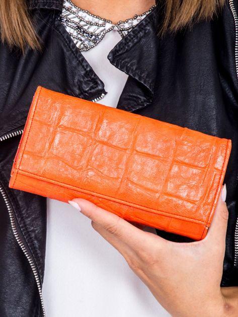 Czerwony portfel damski z tłoczeniem