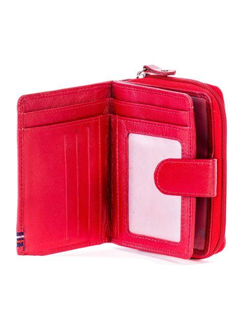Czerwony portfel skórzany z klapką i zapięciem na suwak                              zdj.                              4