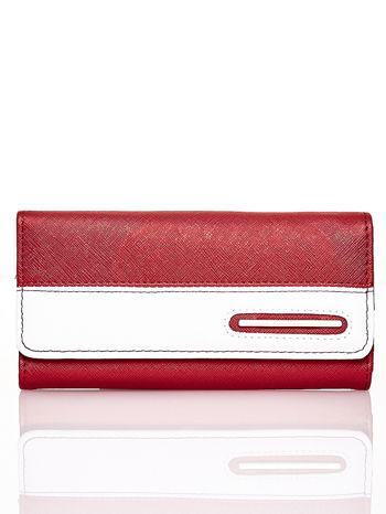 Czerwony portfel z białym wykończeniem