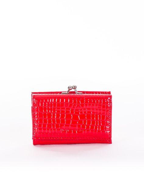 Czerwony portfel z biglem