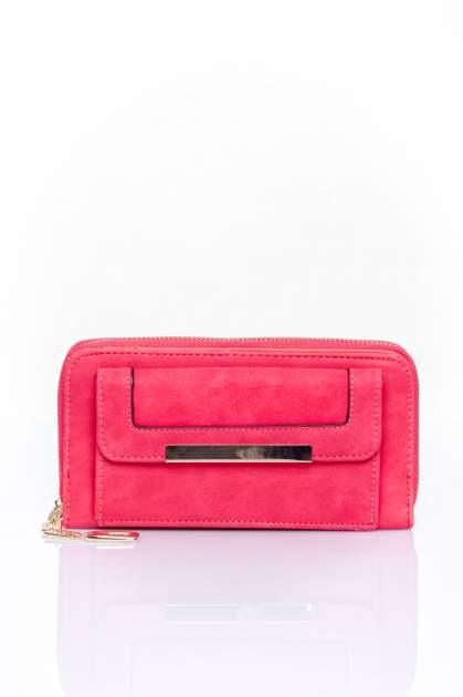 Czerwony portfel z kieszonką ze złotym elementem