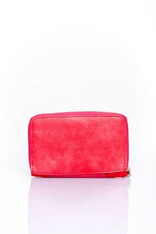 Czerwony portfel z ozdobną złotą klamrą                                  zdj.                                  2