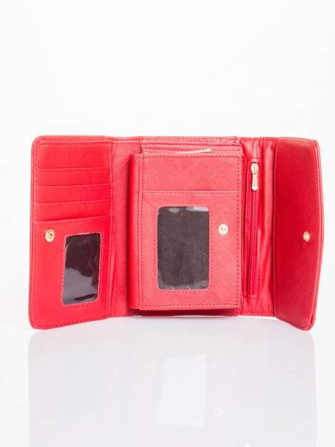 Czerwony portfel z plecionką                                  zdj.                                  3