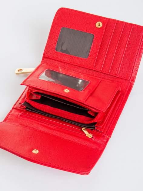 Czerwony portfel z plecionką                                  zdj.                                  4