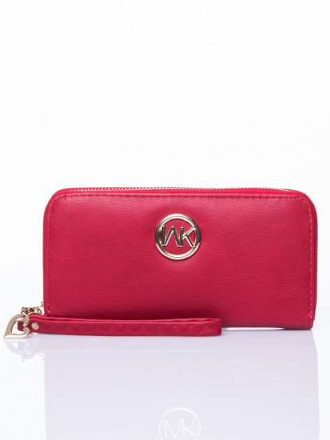 Czerwony portfel ze złotym logo i uchwytem                                  zdj.                                  1