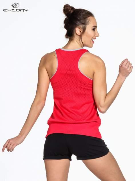 Czerwony siatkowy top sportowy z napisem RUN GIRLS RUN                                  zdj.                                  4
