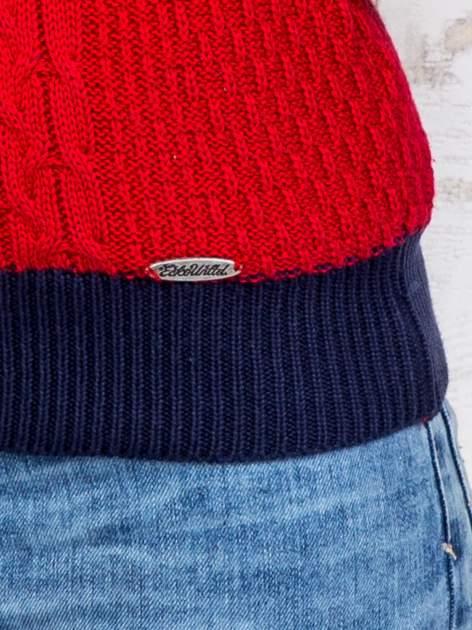 Czerwony sweter o szerokim splocie                                  zdj.                                  6