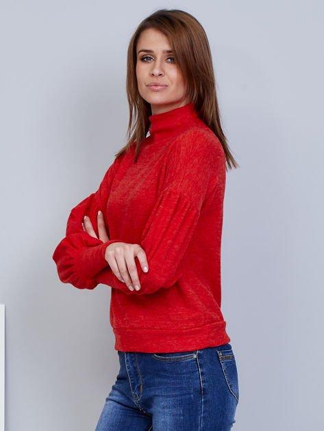 Czerwony sweter z szerokimi rękawami                              zdj.                              3