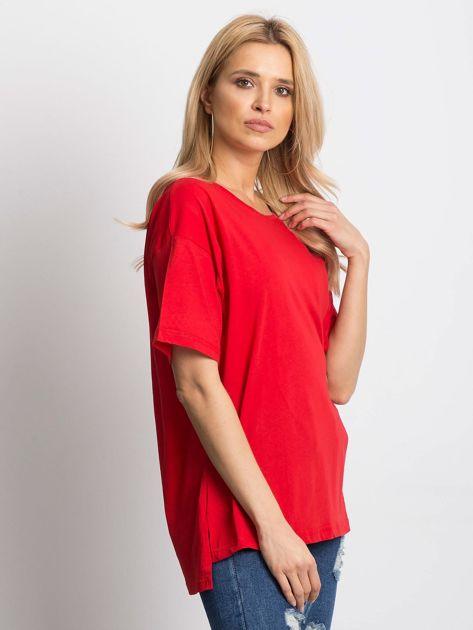 Czerwony t-shirt o luźnym kroju                              zdj.                              3