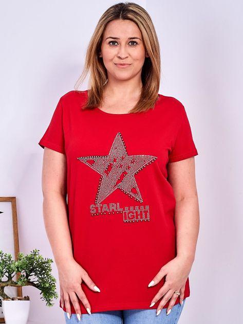 Czerwony t-shirt z błyszczącą gwiazdą PLUS SIZE                              zdj.                              1