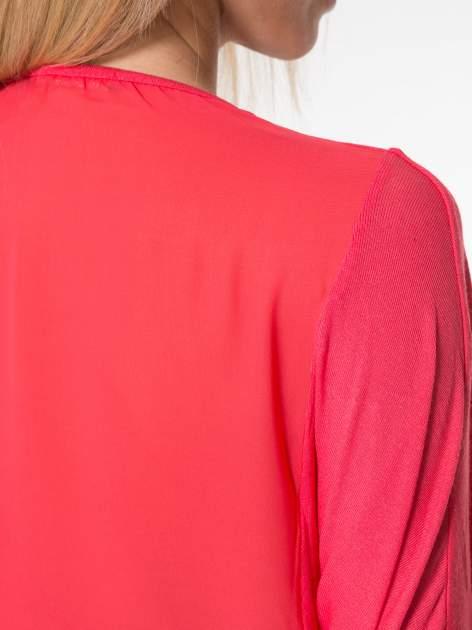 Czerwony t-shirt z frędzlami i siateczkowym tyłem                                  zdj.                                  7