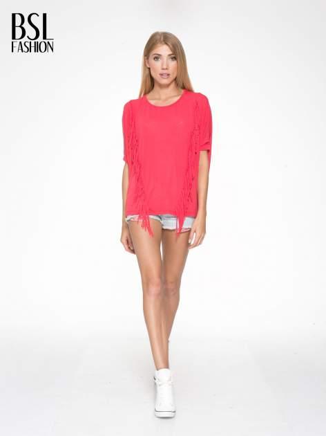 Czerwony t-shirt z frędzlami i siateczkowym tyłem                                  zdj.                                  5