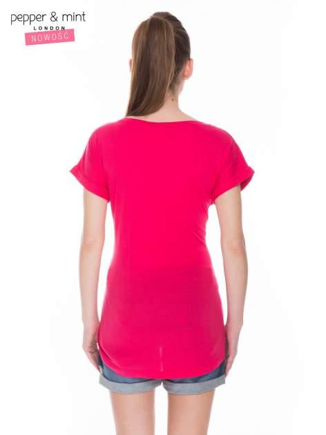 Czerwony t-shirt z nadrukiem inspirowanym Mickey Mouse                                  zdj.                                  3