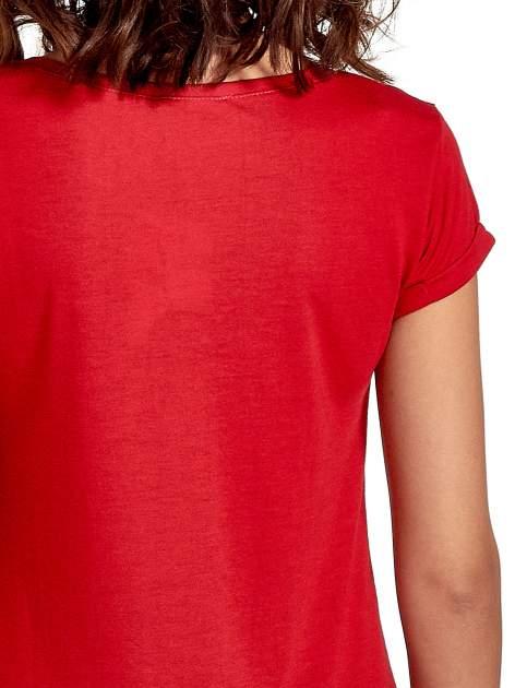 Czerwony t-shirt z nadrukiem szczeniąt                                  zdj.                                  5