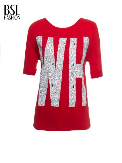 Czerwony t-shirt z nadukiem WHY? z przodu i na plecach                                  zdj.                                  2