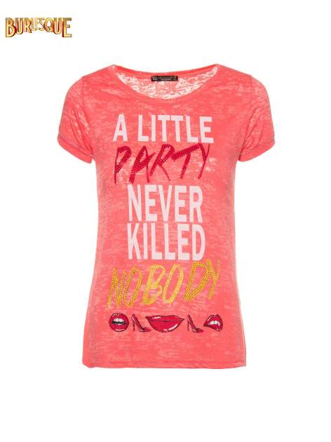 Czerwony t-shirt z napisem A LITTLE PARTY NEVER KILLED NOBODY                                  zdj.                                  8