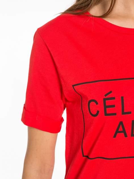 Czerwony t-shirt z napisem CÉLINE ME ALONE                                  zdj.                                  6