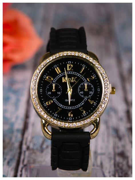 Damski zegarek z cyrkoniami oraz ozdobnym chronografem na dużej tarczy. Wygodny silikonowy pasek.                                  zdj.                                  1