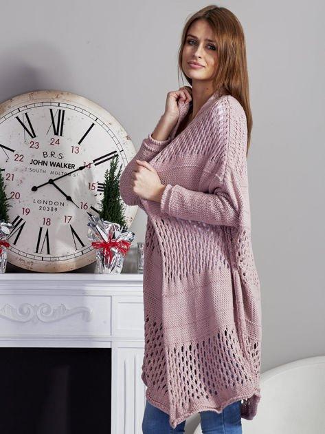 Długi ażurowany sweter pudroworóżowy                              zdj.                              3