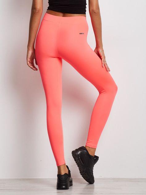 Długie fluo różowe legginsy fitness o średniej grubości                                zdj.                              2