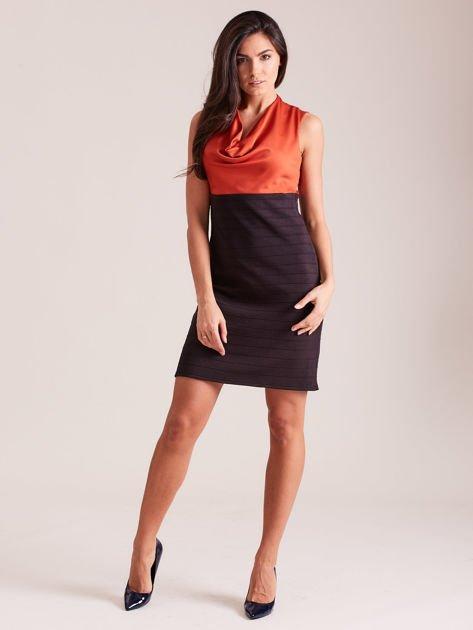 Dopasowana sukienka koktajlowa z dekoltem wodą pomarańczowo-czarna                              zdj.                              4