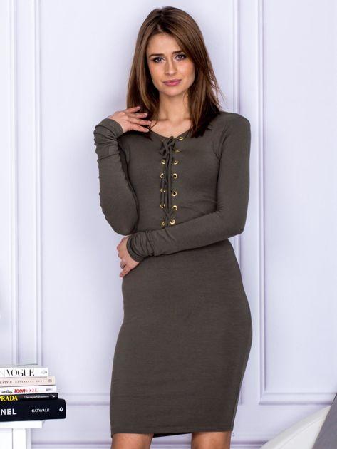 Dopasowana sukienka z wiązanym dekoltem khaki                                  zdj.                                  1
