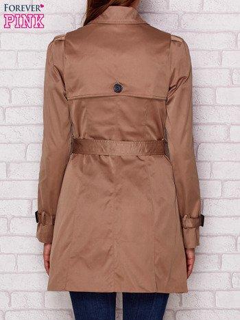Dwurzędowy płaszcz z paskiem i kieszeniami ciemnobeżowy
