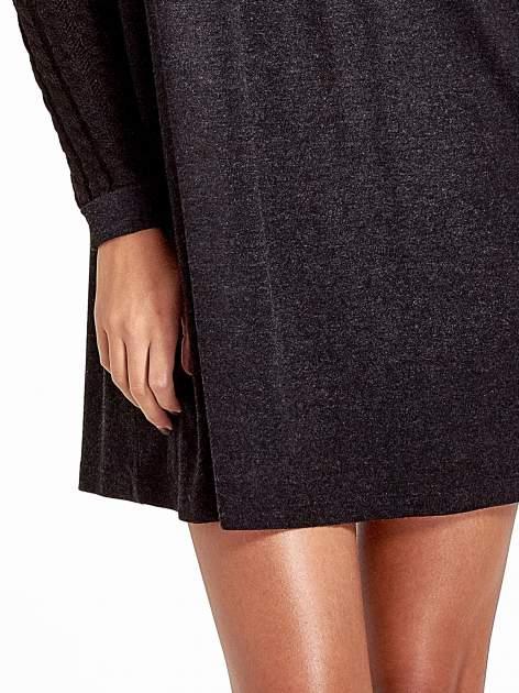 Dzianinowa sukienka z warkoczowym karczkiem                                  zdj.                                  5