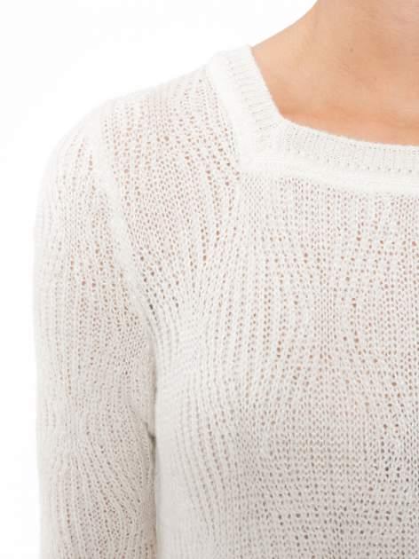 Ecru ażurowy długi sweter z rozporkami                                  zdj.                                  5